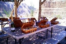 Гранд-Каньон: тур на вертолете из Лас-Вегаса. Пикник у индейцев! (Grand Canyon Picnic) Стрип с высоты птичьего полета!